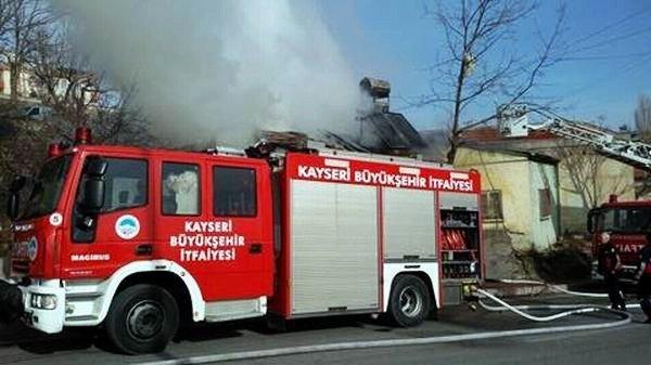 Kayseri'de Çıkan Yangında Müstakil Ev Küle Döndü