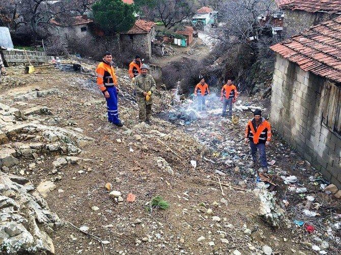 """Ayvalık Belediyesi'nin """"Köy Temizlik Timleri"""" İş Başında"""