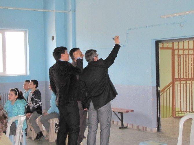 Öğrenciler Tiyatro İzlerken, Öğretmeler Selfie Çekti