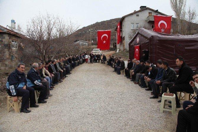 Belediye Personelinden Şehit Ailesine Ve Başkan Tutal'a Taziye Ziyareti