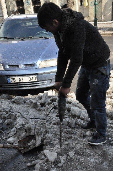 Buz Tutan Kaldırımlara İlginç Çözüm