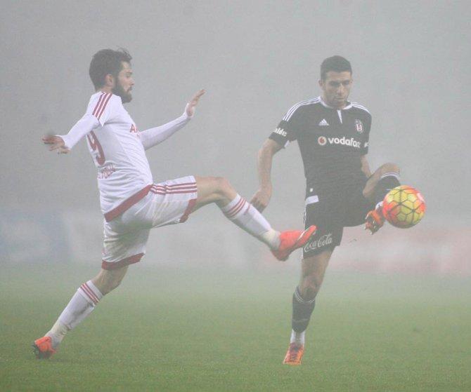 Sis altında oynanan maçta Beşiktaş, Mersin engelini tek golle aştı