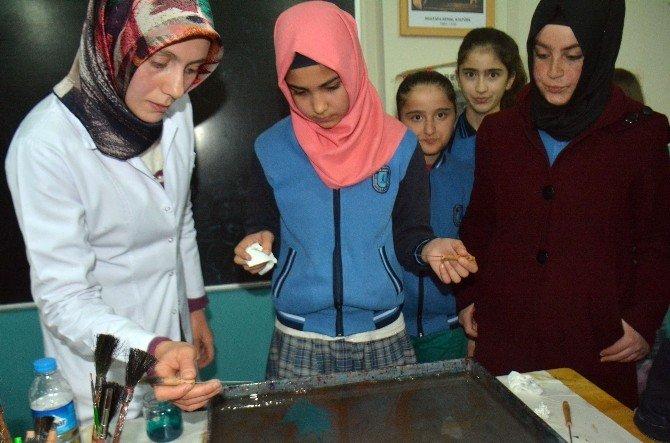 Fedakar Öğretmenlerden Öğrencilere Ebru Kursu