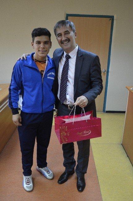 Voleybol Birincilerinden Başkan Şirin'e Ziyaret