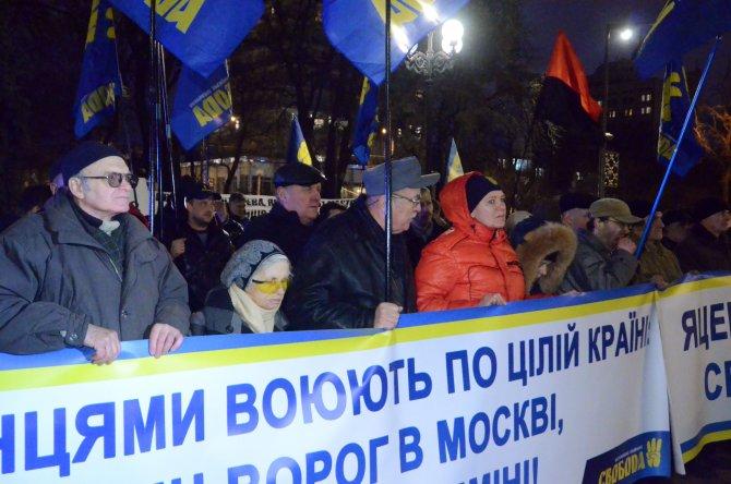 İktidar karşıtları Ukrayna Parlamentosu önünde eylem yaptı