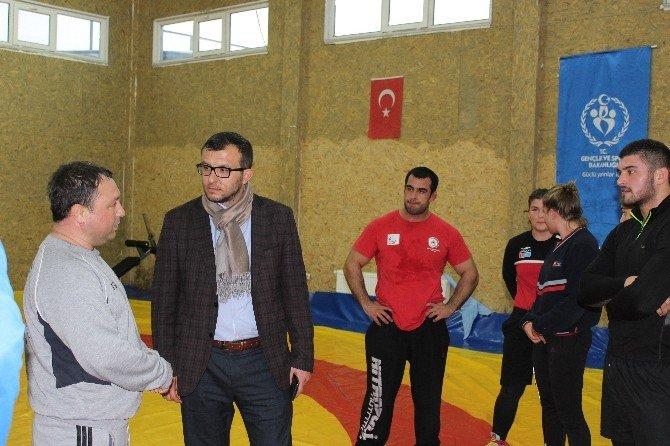 Başkan Yavaş'tan Güreşçilere Ziyaret