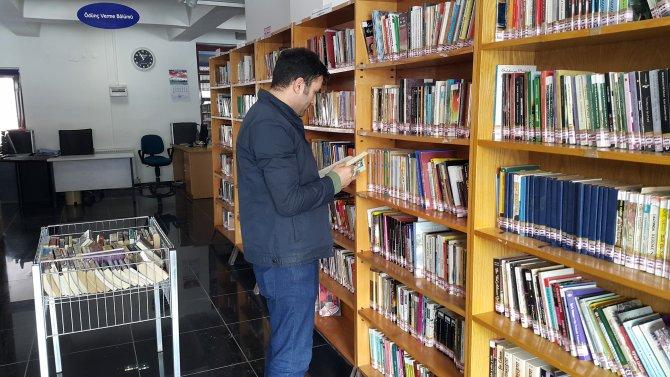 Depremde ağır hasar gören kütüphanenin yerine yenisi daha yapılmadı