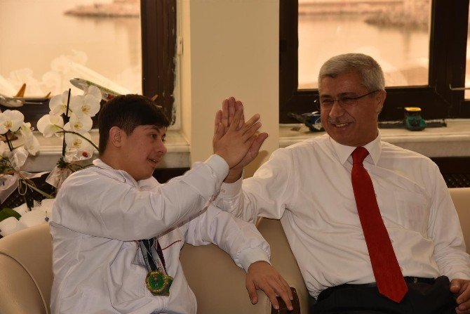 Başkan Vekili Kula'dan Özel Sporcular'a Teşekkür