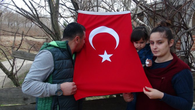 Gözüne bilye isabet eden Mehmetçik: Allah bize güç kuvvet verdiği için ayaktayız