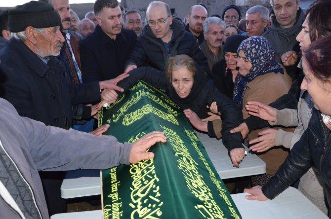 Ankara'daki patlamada ölen gazeteci gözyaşları içinde uğurlandı