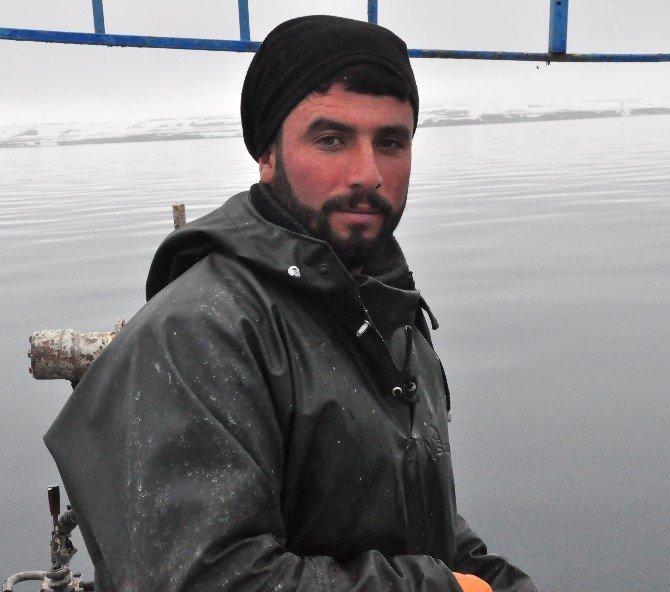 Van Gölü'nde Zorlu Ve Zevkli Balık Avı