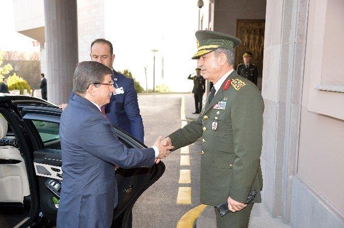 Başbakan Davutoğlu'dan Genelkurmay Başkanlığı'na Taziye Ziyareti