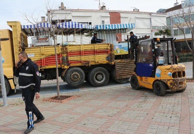 Büyükçekmece'de Zabıta, Seyyar Satıcılara Göz Açtırmıyor