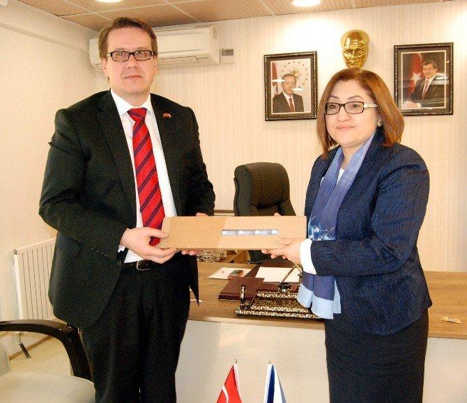 Çek Büyükelçiden Fatma Şahin'e Ziyaret