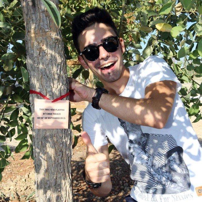 Romanyalı Ünlü Şarkıcı'dan 'Ankara Fotoğraflı' Teröre Lanet Paylaşımı