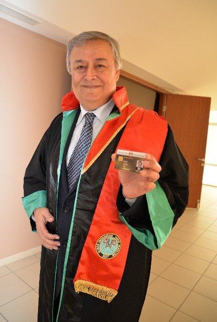 60 Yaşında Üçüncü Üniversiteyi Bitirdi