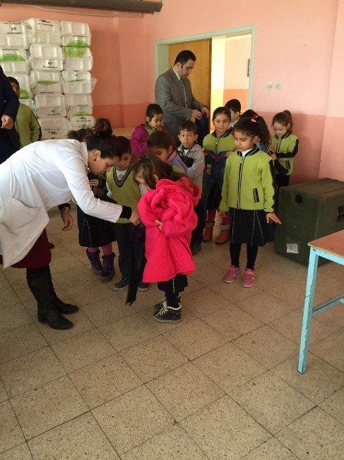 Yozgatlı Hayırsever İş Adamı Bilal Şahin'den Öğrencilere Giysi Yardımı