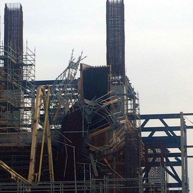 12 Tonluk Çelik Kolon Yan Yattı, İşçiler Ölümden Döndü