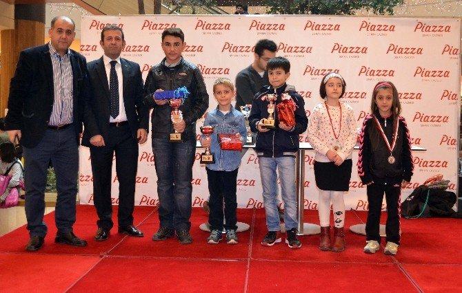 Piazza'da Satranç Ustaları Ödüllendirildi