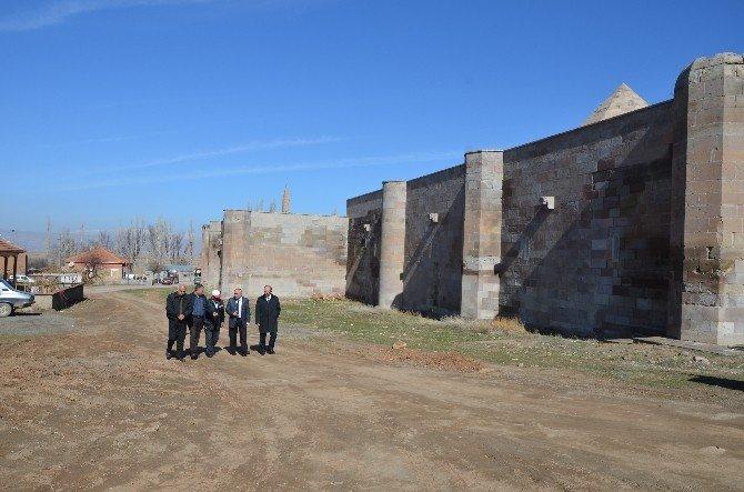 Bünyan Belediyesi Tarihi Sultanhanı'nda Çalışmalara Başlıyor