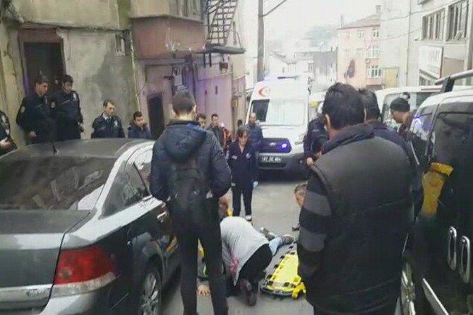Otomobilin Çarptığı Genç Hastaneye Kaldırıldı