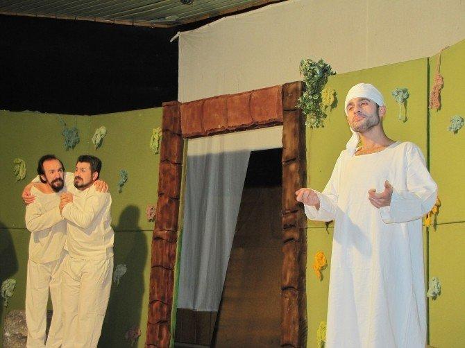 Hisarcık'ta 'Köprüden Önce Son Çıkış' Konulu Tiyatro