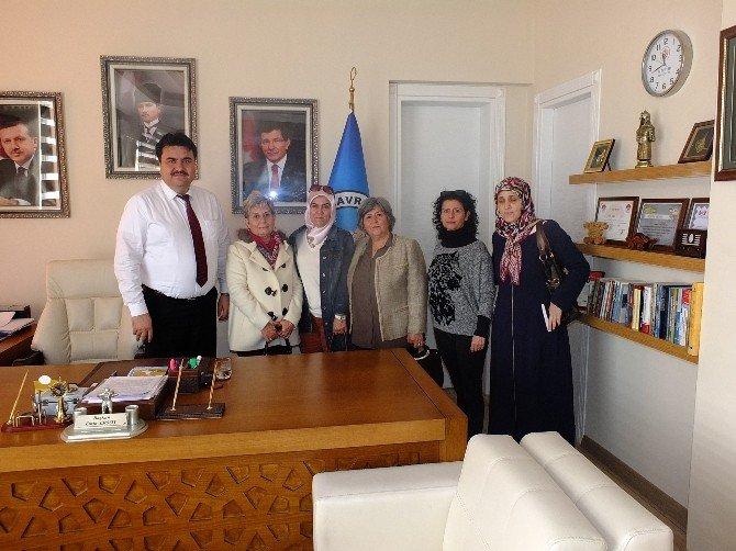 AK Anneler Başkan Ersoy'u Ziyaret Etti