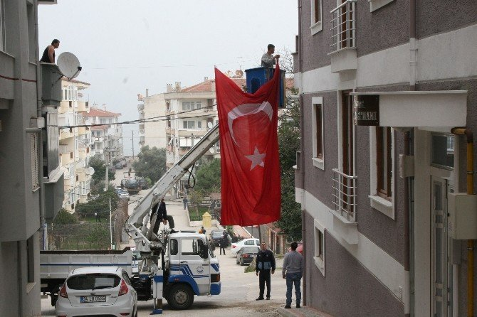 Şehidin Mahallesi Türk Bayraklarıyla Donatıldı