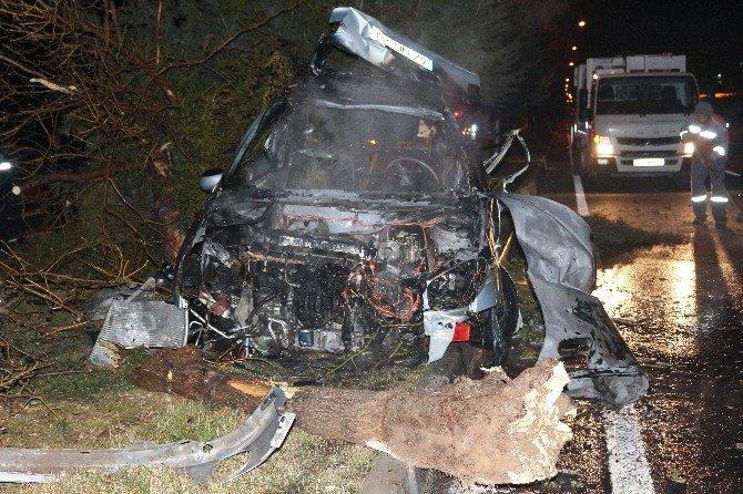 Takla Atan Otomobil Alev Aldı: 3 Yaralı