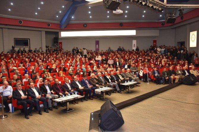 Manisa'da Tarihçi-yazar Bahadıroğlu Sevgisi Salonlara Sığmadı