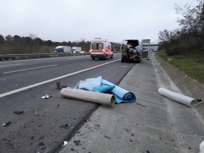 TEM Otoyolu'nda Trafik Kazası: 3 Yaralı