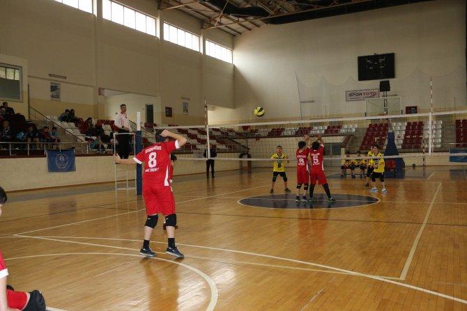 Voleybolda il birincisi Turgut Reis Ortaokulu oldu