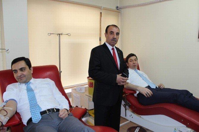 Lösemi Tedavisi Gören Eda İçin Belediye Başkanı Ve AK Parti Teşkilatı Kan Bağışında Bulundu