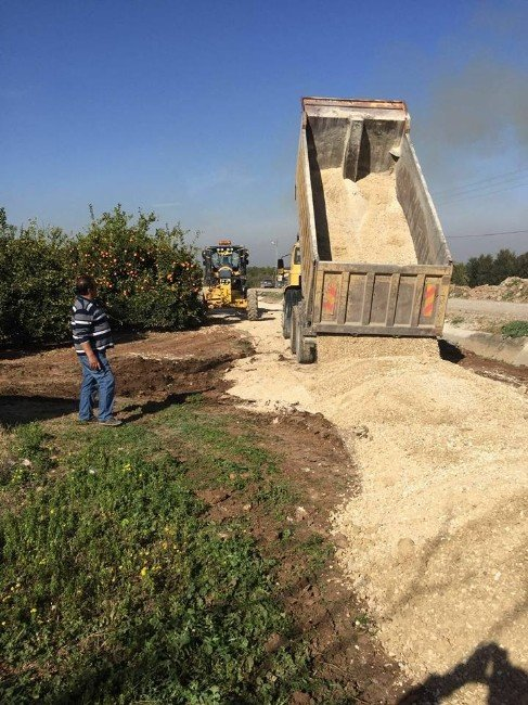 Akdeniz'de Asfalt Ve Kaldırım Çalışmaları Sürüyor