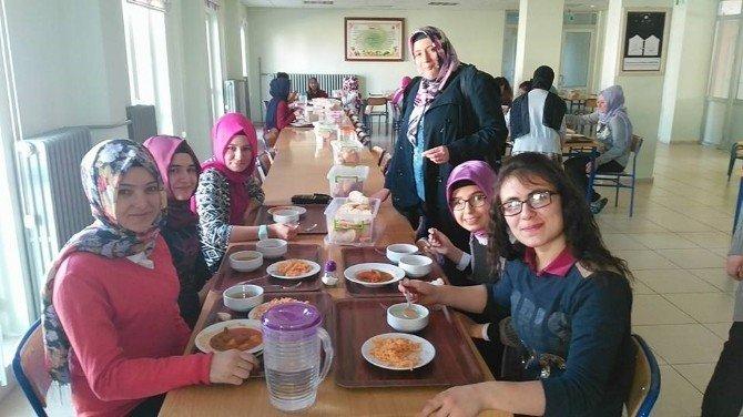 Hisarcık Anadolu Lisesi'nde Tabldottan Porselen Tabağa Geçiş