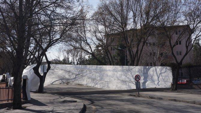 Patlamanın yaşandığı sokaktaki lojmanlarda hasarlar onarılıyor