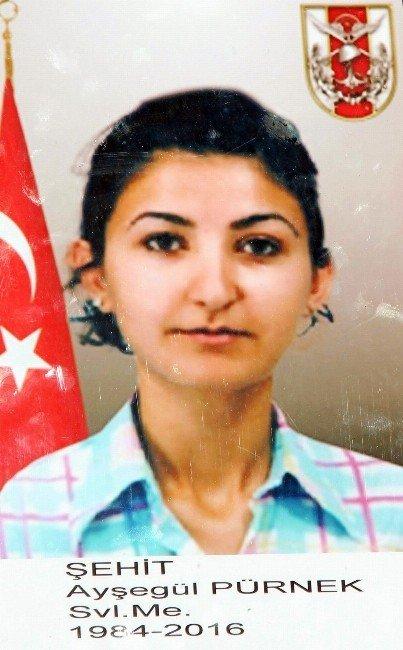 Ankara'daki Patlamada Ölen Ayşegül Pürnek Duvağıyla Uğurlanıyor