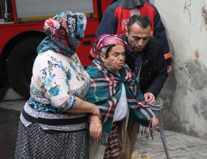 Çocuklarına kızan yaşlı kadın evini yaktı