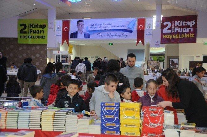 Çan Belediyesi 2. Kitap Fuarı Ziyaretçilerini Ağırlıyor