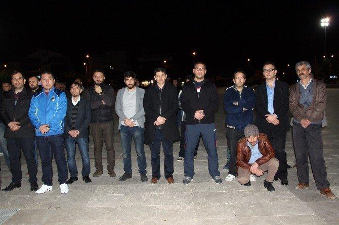 Didim'de Ülkücüler Şehitler İçin Kent Meydanında Mevlüt Okuttu