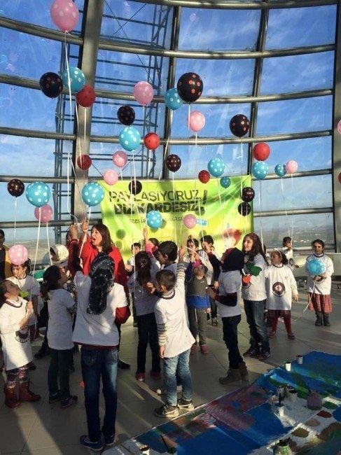 Diyarbakır'da 'Paylaşıyoruz Biz Kardeşiz' Resim Şenliği