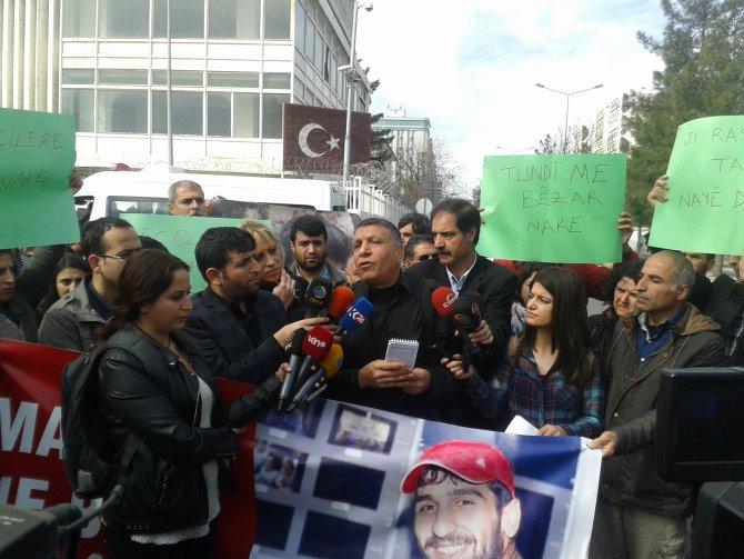 Gazeteciler, mahsur kalan meslektaşları için Sur'a yürüdü
