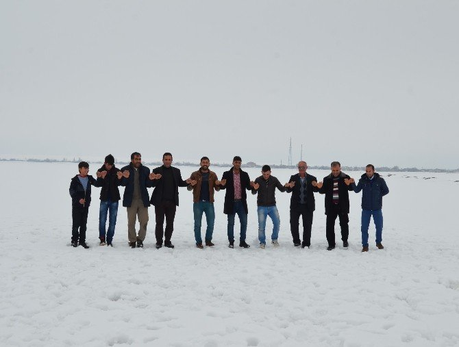Donan Göl Üstünde Tehlikeli Eğlence