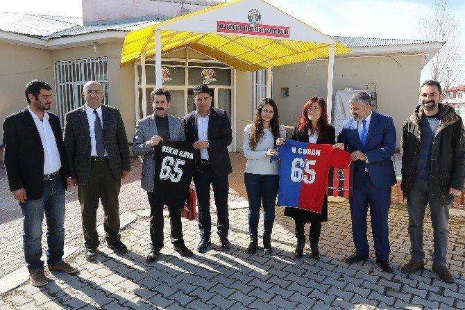 Eşbaşkanlardan Van Büyükşehir Belediyespor'a Ziyaret
