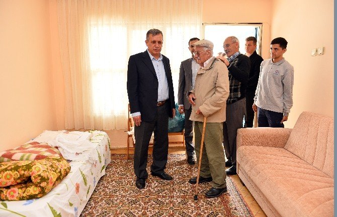 Evi Yanan Vatandaşa Muratpaşa Belediyesi Yardım Elini Uzattı