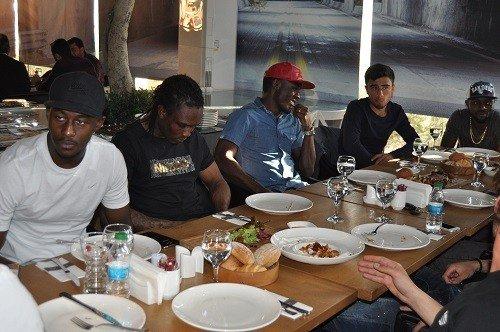 Gaziantepsporlu Futbolcular Mahmood Cofee'nin Konuğu Oldu