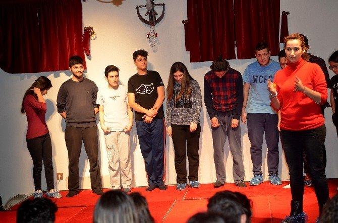 Genç Denizli Doğaçlama Oyunculuk Eğitim Programı Düzenledi