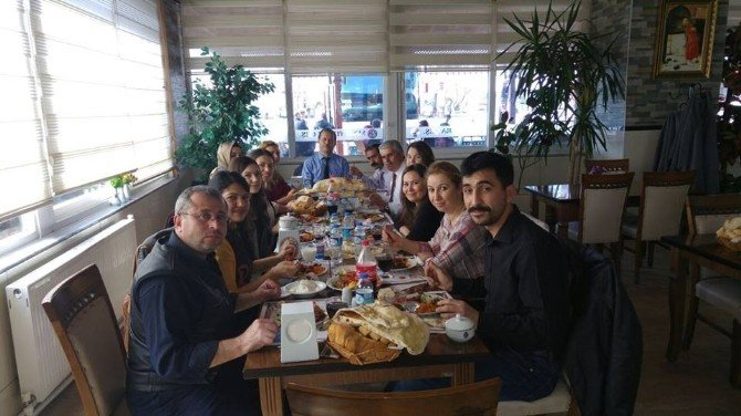 Hem Müdürü Özkan'a Veda Yemeği