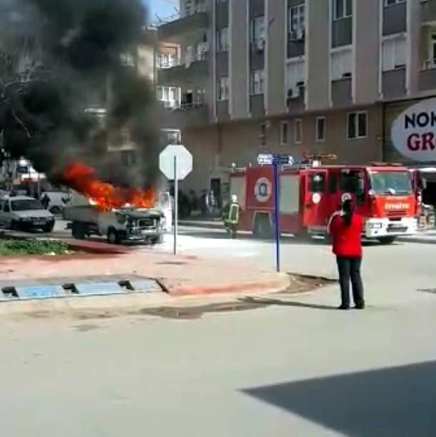 Antalya'da Kamyonet Alev Alev Yandı