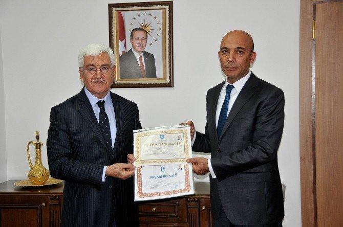 Vali Koca, Başarılı Emniyet Personelleri Ödüllendirdi
